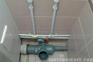 Установка и разводка новых пластиковых труб в туалете